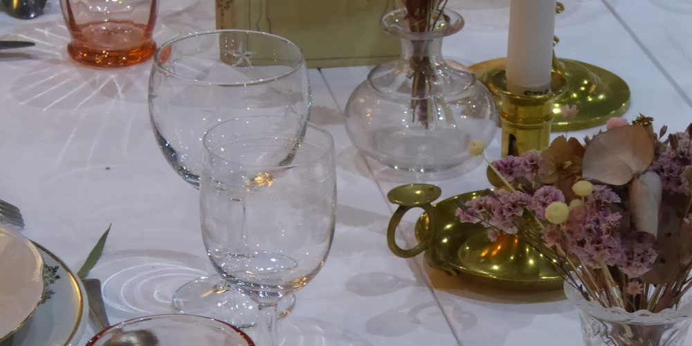 7.centre-de-table-vintage-mariage-boheme-yonne-blog-Augustine-la-vaisselle-d-augustine-min